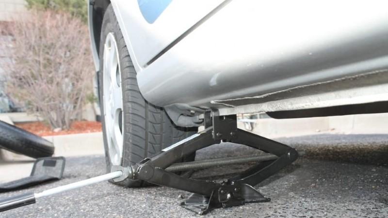 A autóemelő kötelező felszerelés